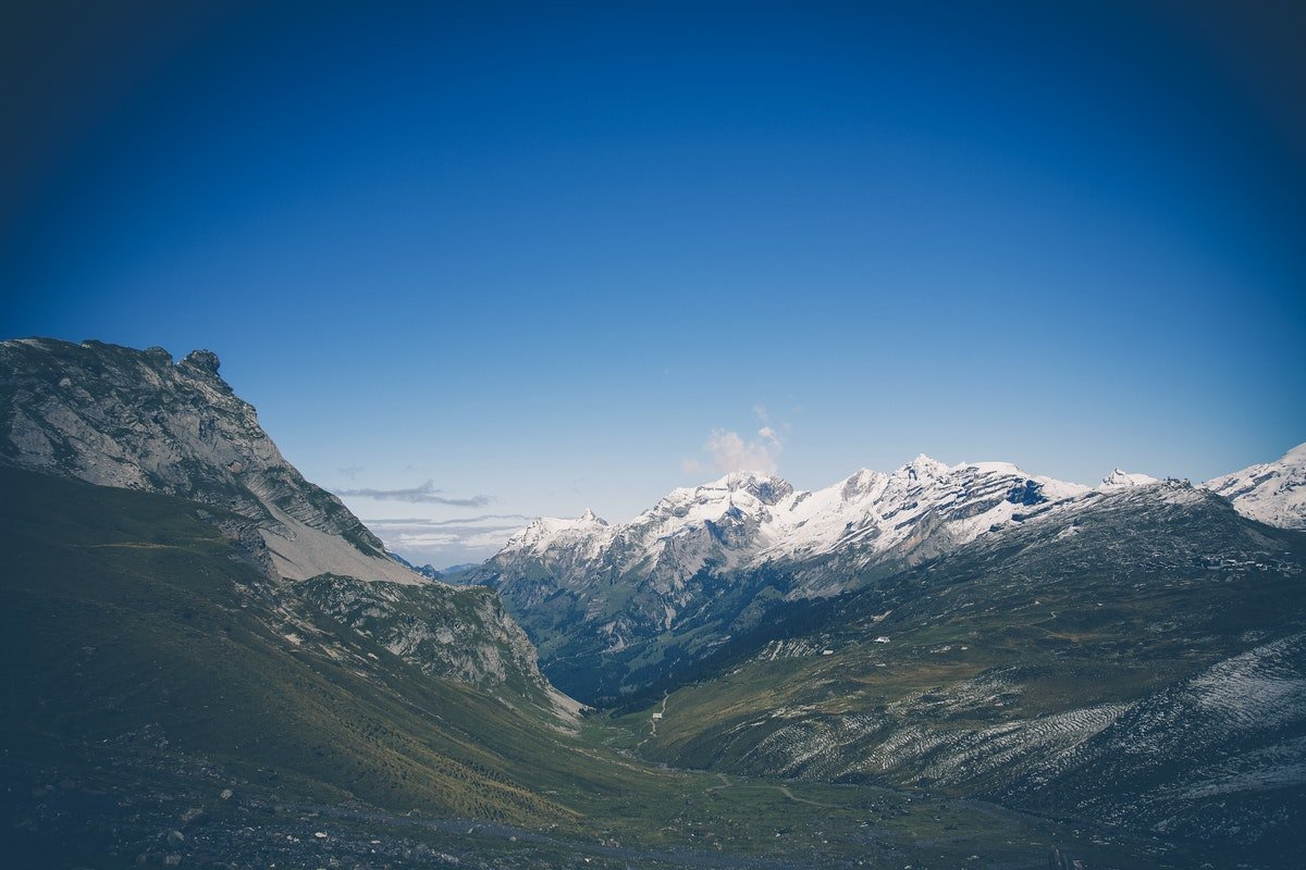 Read more about the article SWISS CBD OIL – HOW CANNABIDIOL IS MADE IN SWITZERLAND ?