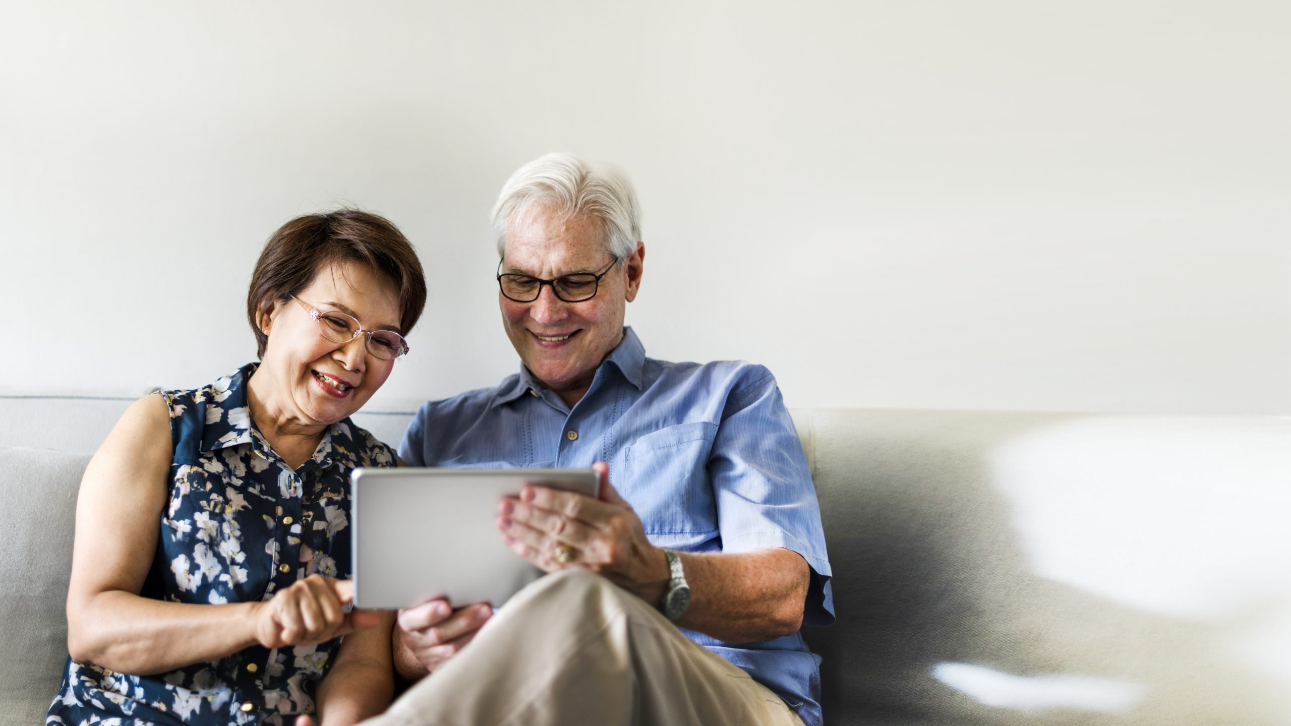 Read more about the article CANNABIDIOL FOR SENIORS : WHAT ARE THE BENEFITS OF CBD ?